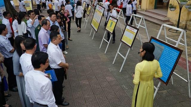 """Triển lãm """"Hoàng Sa, Trường Sa của Việt Nam - Những bằng chứng lịch sử và pháp lý"""", tại Hải PhòngẢnh: Lê Tân."""