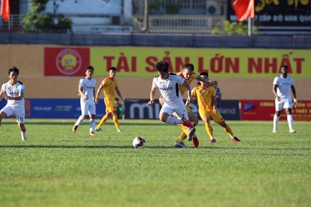 CLB Thanh Hóa lại tiếp tục ở V-League sau khi lãnh đội bị tuýt còi khi xin nghỉ ngang.