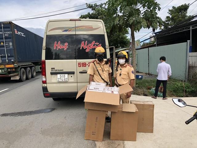 Chiếc xe chở thuốc lậu bị bắt giữ.