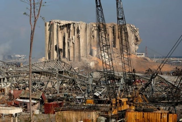 Một góc Cảng Beirut (Liban) sau vụ nổ tối 4/8. Ảnh: AFP.