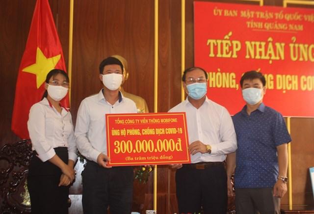 Mặt trận tỉnh Quảng Nam tiếp nhận 300 triệu đồng ủng hộ phòng, chống dịch.