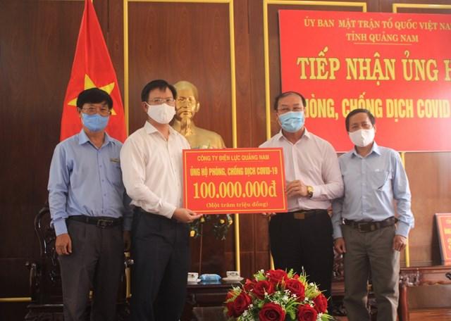 Công ty Điện lực Quảng Nam ủng hộ 100 triệu đồng cho phòng, chống dịch Covid-19.