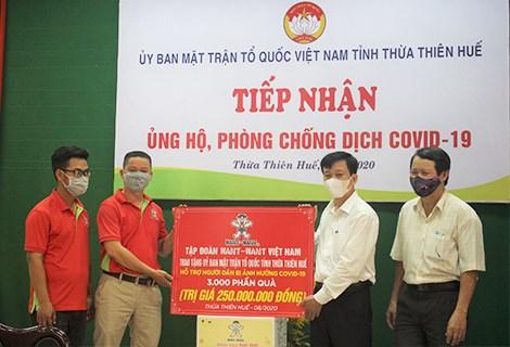 Ủy ban MTTQ Việt Nam Thừa Thiên –Huế tiếp nhận quà của Tập đoàn Want-Want Việt Nam.