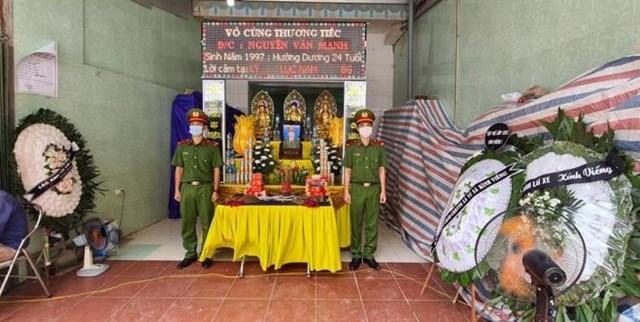 Gia đình và đơn vị tổ chức lễ tang cho chiến sỹ hy sinh Nguyễn Văn Mạnh.