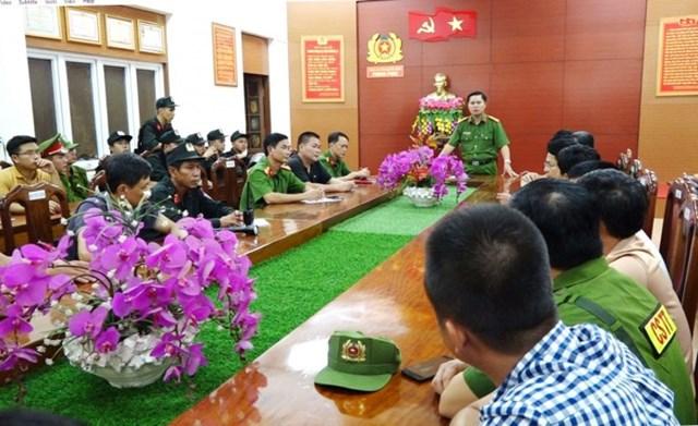 Lãnh đạo Công an tỉnh Quảng Bình họp chỉ đạo các lực lượng tham gia phá án