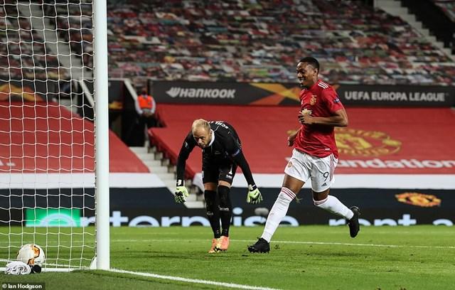 Martial ấn định chiến thắng cho MU