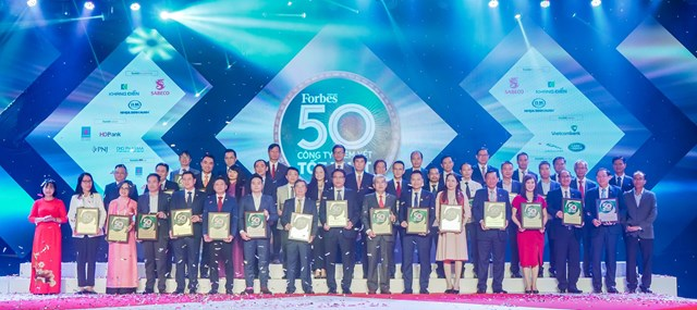 Đại diện các doanh nghiệp được vinh danh trong Top 50 công ty niêm yết tốt nhất Việt Nam năm 2020.