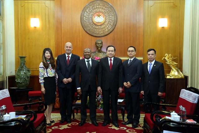 Các đại biểu tại buổi tiếp.