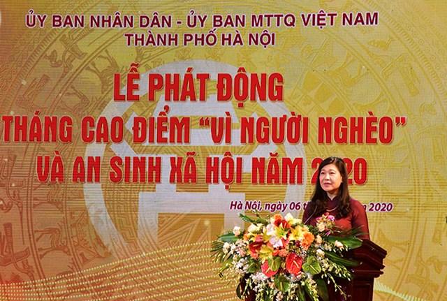 Bà Nguyễn Lan Hương, Chủ tịch UBMTTQ thành phố phát biểu tại lễ phát động.