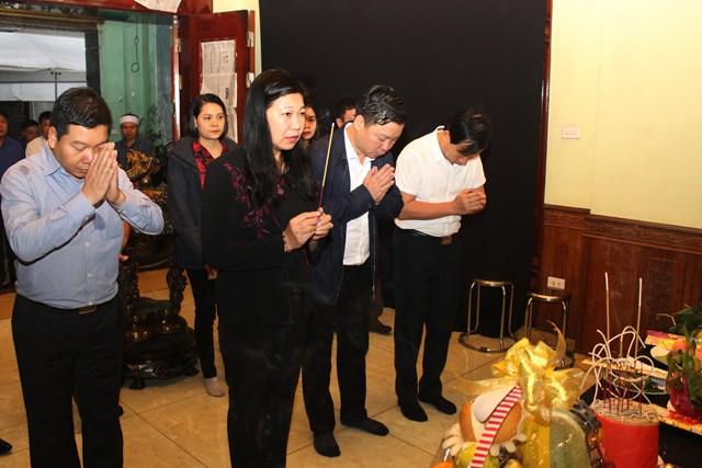Thăm hỏi gia đình chiến sỹ gặp nạn tại xã Sài Sơn, huyện Quốc Oai.