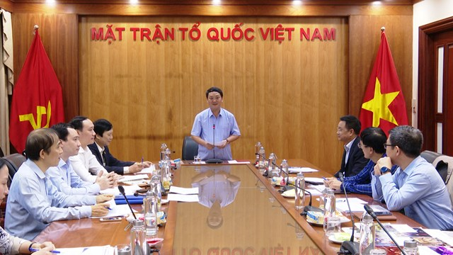 Ông Hầu A Lềnh, Phó Chủ tịch, Tổng thư ký Hầu A Lềnh phát biểu tại hội nghị.