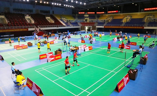 Sáng ngày 14/10, tại Nhà thi đấu thể dục thể thao đa năng Đa năng 5.000 chỗ (phường Đại Yên, TP Hạ Long) bắt đầu diễn ra Giải Cầu lông trung cao tuổi toàn quốc năm 2020.