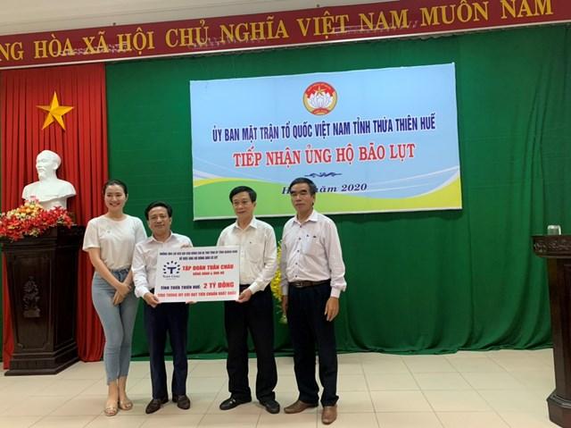Ủy ban MTTQ tỉnh Thừa Thiên - Huế tiếp nhận 2 tỷ đồng từ đại diện Tập đoàn Tuần Châu, Quảng Ninh.