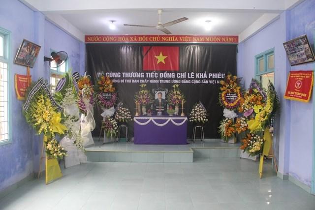 Người dân làng Rồng lập bàn thờ tưởng nhớ cố Tổng Bí thư Lê Khả Phiêu.