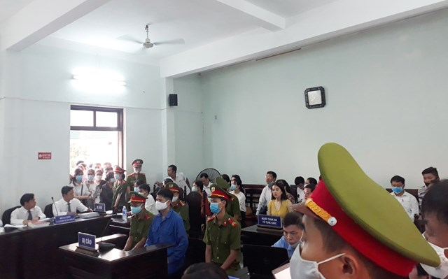 Bị cáo Lê Quang Huy Phương tại phiên tòa sáng nay.