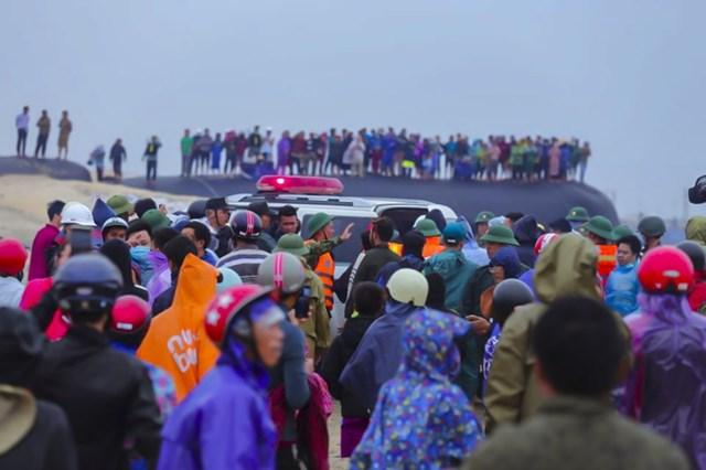 Vụ việc thu hút rất đông người dân theo dõi
