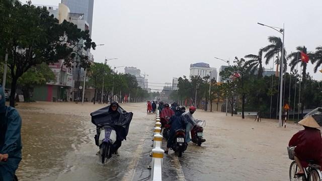 Để đảm bảo an toàn, Sở Giáo dục và Đào tạo tỉnh Thừa Thiên – Huế đã thông báo cho học sinh toàn tỉnh nghỉ học trong 2 ngày 12 và 13/10.