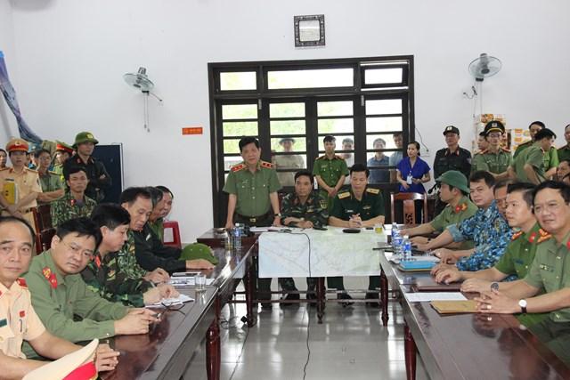 Thứ trưởng Nguyễn Văn Sơn phát biểu trong cuộc họp tại Sở Chỉ huy tiền phương.
