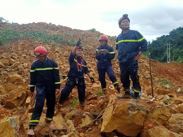 Lực lượng cứu hộ phải sử dụng thiết bị Flycam đê tìm kiếm người mất tích.