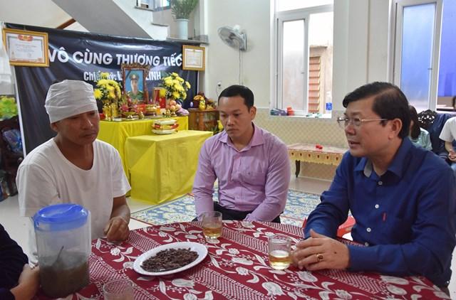 Phó Chủ tịch Nguyễn Hữu Dũng thăm hỏi, động viên và hỗ trợ thân nhân các gia đình liệt sĩ Đoàn 337 hy sinh khi đang làm nhiệm vụ cứu hộ cứu nạn.