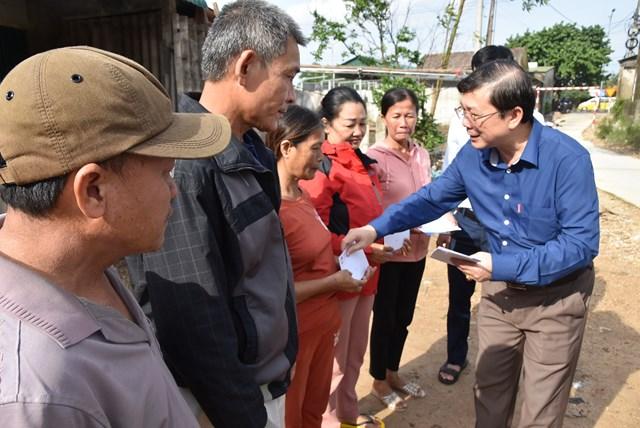 Phó Chủ tịch Nguyễn Hữu Dũng chia sẻ những khó khăn, mất mát của người dân tỉnh Quảng Trị.