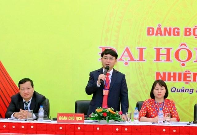 Ông Hà Hoàng Việt Phương (đứng) được điều động làm Phó Bí thư Thành ủy Quảng Ngãi. (Ảnh:sgtvt.quangngai.vn).