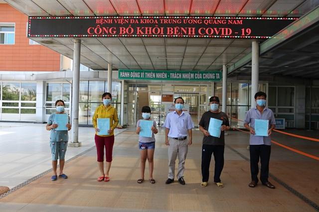 Bệnh nhân Covid-19 xuất viện tại Bệnh viện đa khoa Trung ương Quảng Nam.