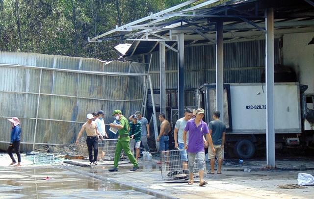 Hiện trường nơi xảy ra vụ cháy cơ sở thu mua, chế biển thủy sản.