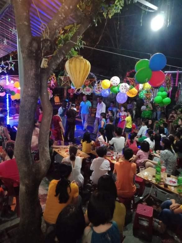 Tổ 8, khối phố Xuân Đông, phường Trường Xuân, TP Tam Kỳ tổ chức Đêm hội trăng rằm cho các cháu.