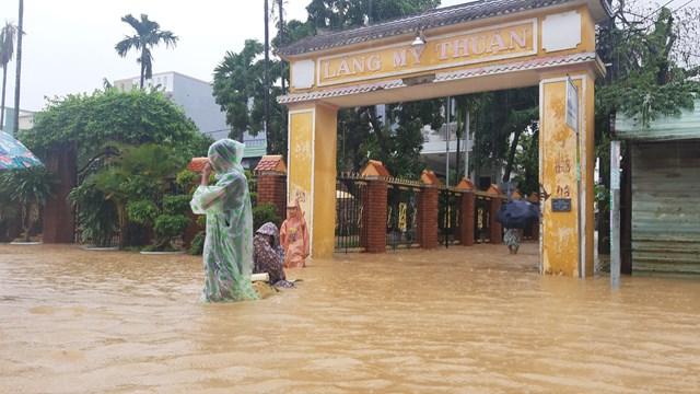 Nhiều khu dân cư chìm trong biển nước.