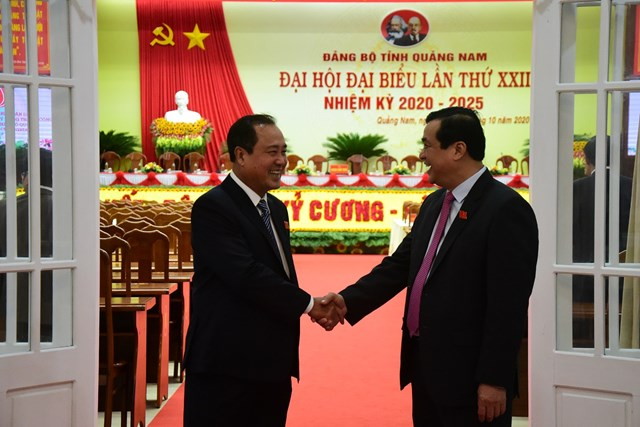 Ông Phan Việt Cường, Bí thư Tỉnh ủy và ông Huỳnh Khánh Toàn, Phó Chủ tịch UBND tỉnh tại phiên họp trù bị.