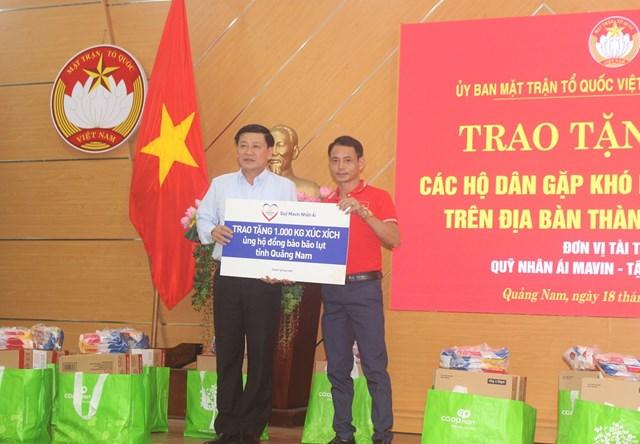 MTTQ tỉnh Quảng Nam tiếp nhận 1.000 xúc xích.