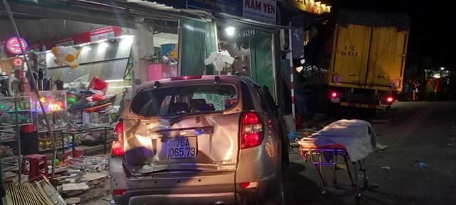 Những chiếc xe ô tô bị tai nạn hư hỏng nặng.
