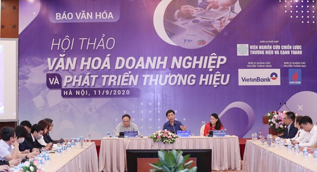 Các chuyên gia trao đổi quan điểm tại Hội thảo. Ảnh: Phạm Quang Vinh