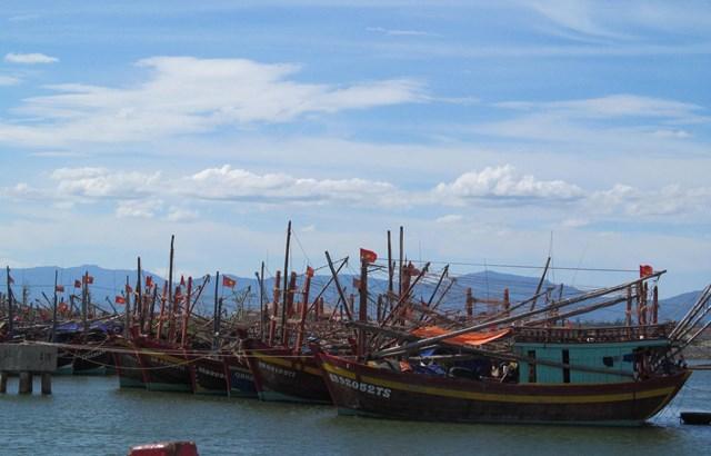 Tàu thuyền neo đậu tránh trú bão số 5 ở Khu neo đậu cửa Gianh.