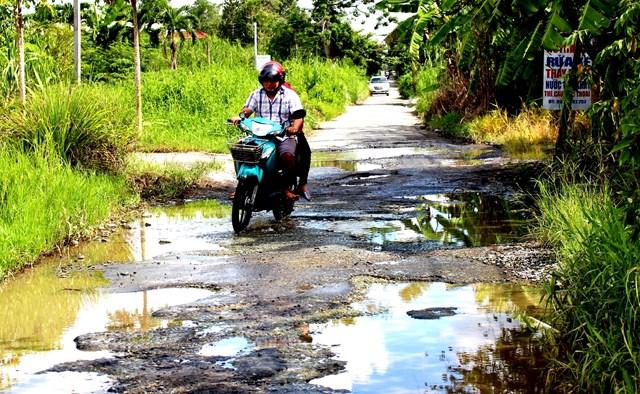 Đường nhiều ổ voi tại Cần Thơ: Sẽ dặm vá tạm cho người dân đi lại - Ảnh 1