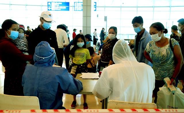 Hành khách từ Đà Nẵng sau khi đáp sân bay Cần Thơ phải thực hiện nghiêm việc khai báo y tế