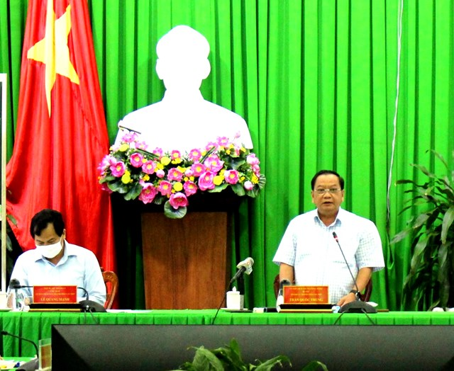 Ông Trần Quốc Trung, Bí thư Thành ủy TP Cần Thơ chỉ đạo tại cuộc họp