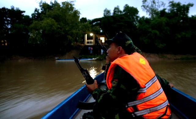 Đồn Biên phòng Thông Bình quản lý 1 xã biên giới với đoạn biên giới trên sông dài hơn 7,5 km đường biên với 20 mốc, tiếp giáp với 2 đồn (Đồn biên phòng Sông Trăng (thuộc BĐBP Long An) và Đồn Biên phòng cửa khẩu Quốc tế Dinh Bà.