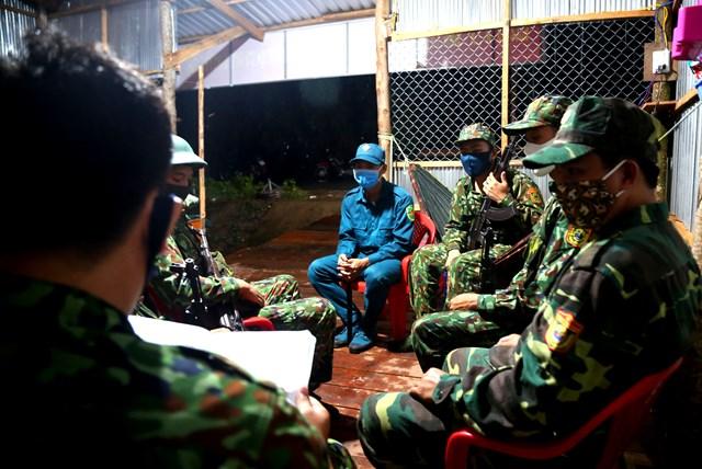 Phân công kíp trực và nhắc nhở các quy định, công tác phối hợp trong quá trình tuần tra cho các chiến sĩ trong đoàn và lực lượng phối hợp.