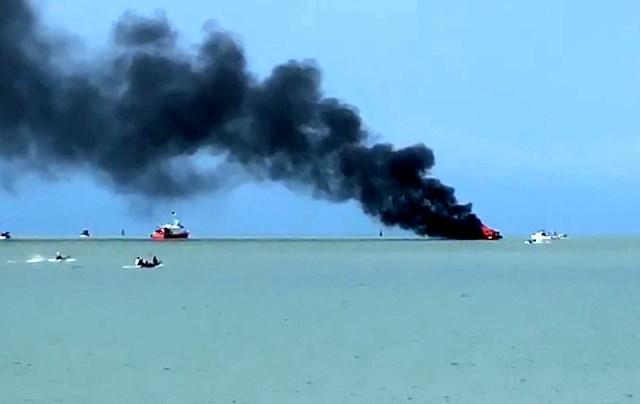 Kiên Giang: Cháy tàu du lịch chở 21 hành khách  - Ảnh 1