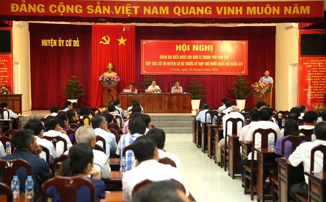 Quang cảnh buổi tiếp xúc cử tri tại huyện Cờ Đỏ.