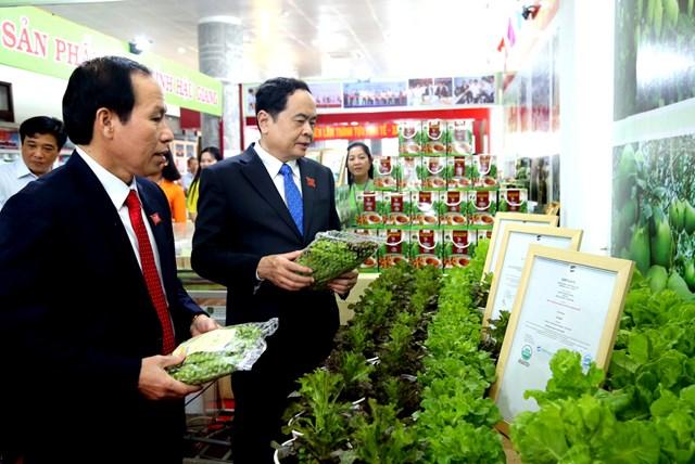 Nhiều sản phẩm rau sạch, an toàn được giới thiệu với các đại biểu dự Đại hội.