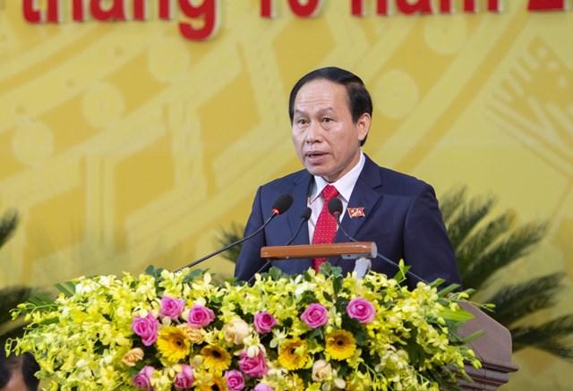 Ông Lê Tiến Châu, Bí thư Tỉnh ủy, Chủ tịch UBND tỉnh Hậu Giang báo cáo tại Đại hội.