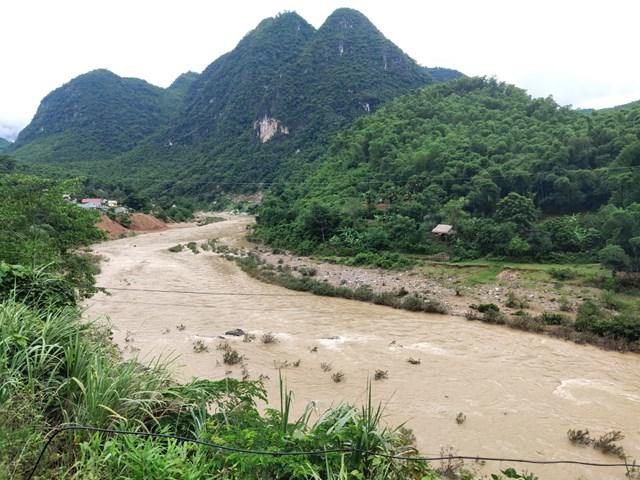 Thanh Hóa: Nước đã rút nhưng bản làng vẫn bị cô lập