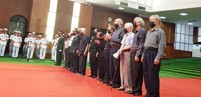 Đoàn nguyên lãnh đạo tỉnh Thanh Hoá viếng nguyên Tổng Bí thư Lê Khả Phiêu.