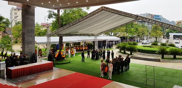 Nhiều đoàn đại biểu từ các tỉnh về TP Thanh Hoá thắp nén tâm nhang tiễn biệt nguyên Tổng Bí thư Lê Khả Phiêu.