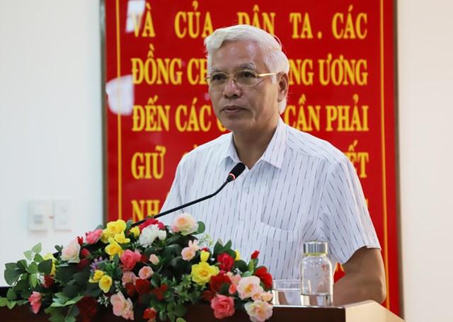 Phó Bí thư Thường trực Tỉnh ủy Lương Minh Sơn phát biểu tại buổi làm việc.