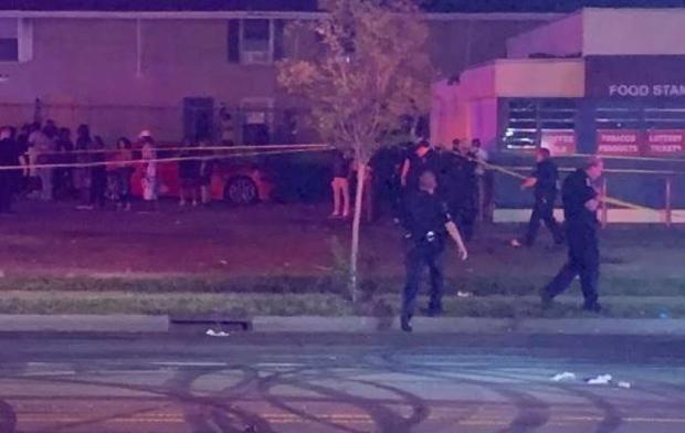 Cảnh sát phong tỏa hiện trường vụ nổ súng. (Nguồn: cbsnews).