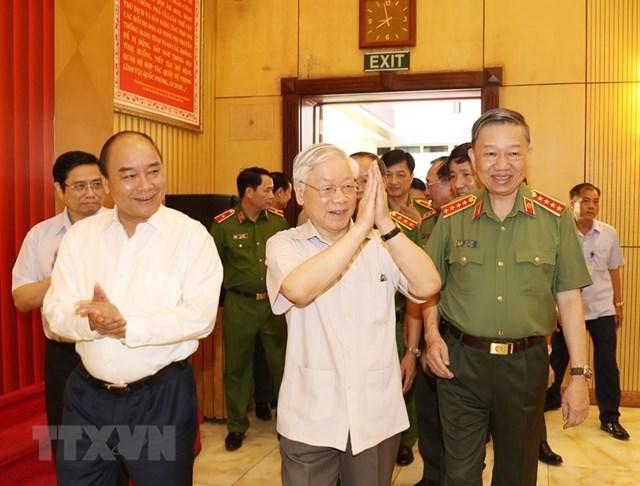 Tổng Bí thư, Chủ tịch nước Nguyễn Phú Trọng, Thủ tướng Chính phủ Nguyễn Xuân Phúc đến dự Hội nghị. (Ảnh: Trí Dũng/TTXVN).